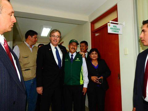Manuel Vera, alcalde de Cerro Colorado y Ministro del Interior inauguraron hoy Comisaría Modelo de la Libertad